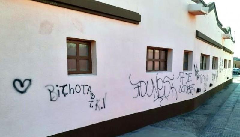 Vandalizaron edificio público en Caleta Olivia.