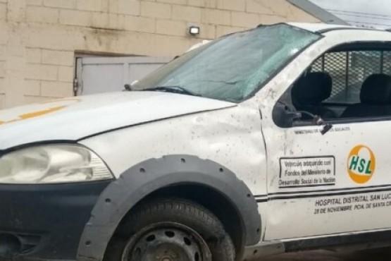 La camioneta terminó con importantes daños materiales. (Foto: Multimedio El Socavón)