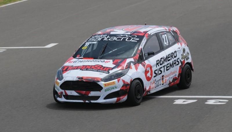El Ford Fiesta Kinetic de Riestra lució un nuevo ploteo.