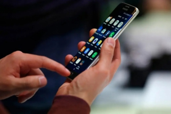 El Gobierno autorizará dos aumentos en la telefonía móvil