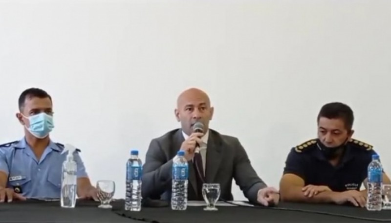 Ministro de Seguridad de Chubut, Federico Massoni, en conferencia de prensa.