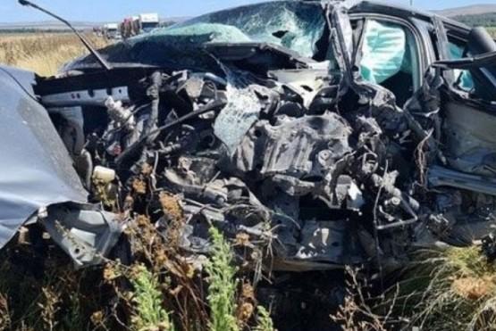 Impactante choque de un auto contra un camión que viajaba a Tierra del Fuego