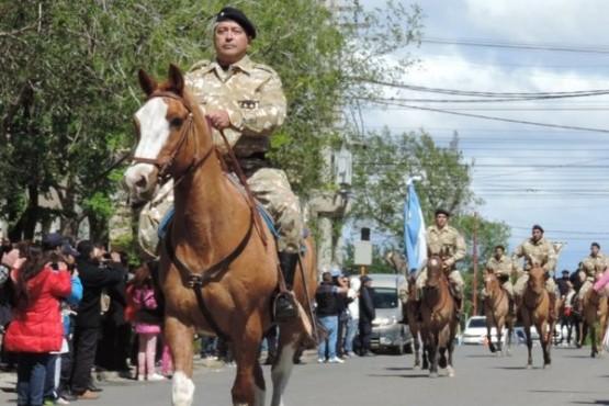 """""""El Gato"""", el caballo más antiguo del GEOR, fue despedido."""