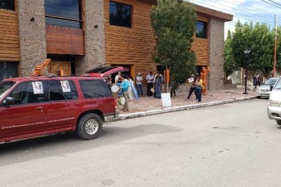 Movilización en repudio a la vacunación VIP en Gobernador Gregores