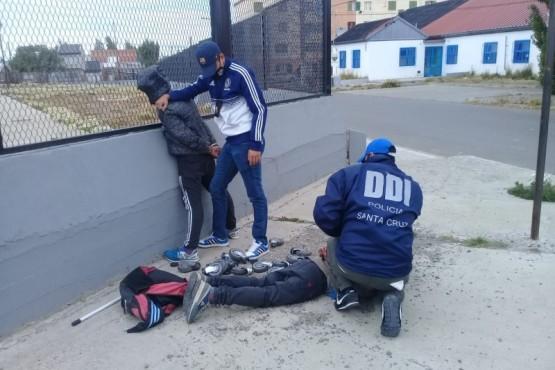 Momento de la detención de los sospechosos.