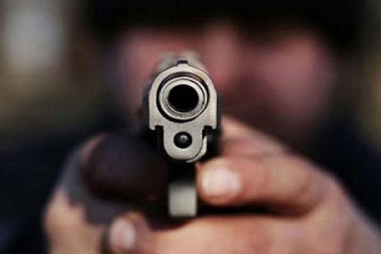 Asaltaron a un policía y uno de los delincuentes terminó con un tiro en el glúteo