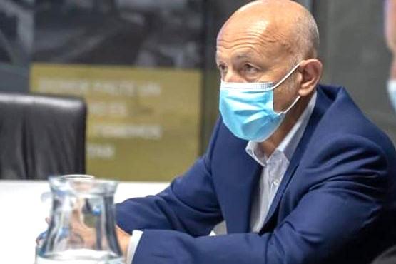 Fernando Cotillo dijo que debería ser vacunado.
