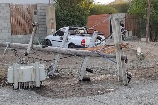 Hubo caída de postes.