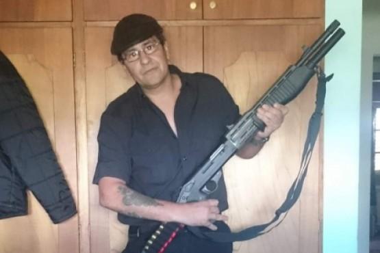 Puebla en su cuenta de Facebook se mostraba con armas de fuego.