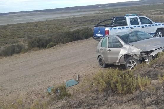 El auto terminó con importantes daños materiales.
