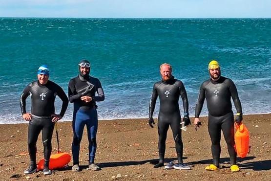 Nadadores de Río Gallegos cruzarán 385 kilómetros del río Santa Cruz por los tripulantes del Ara San Juan