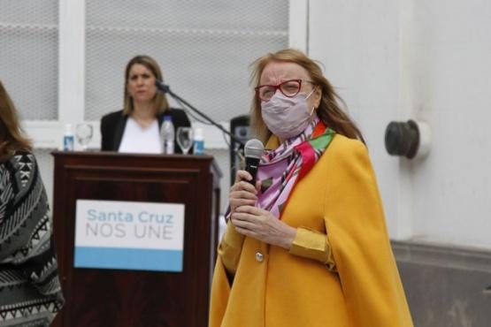 Alicia Kirchner agradeció a los docentes por estar a la altura de la circunstancia