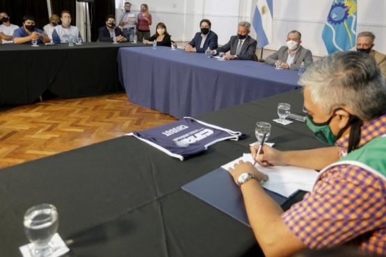 El lunes comienzan las clases tras firma de acuerdo entre Mariano Arcioni, Nicolás Trotta y Trabajadores de la Educación
