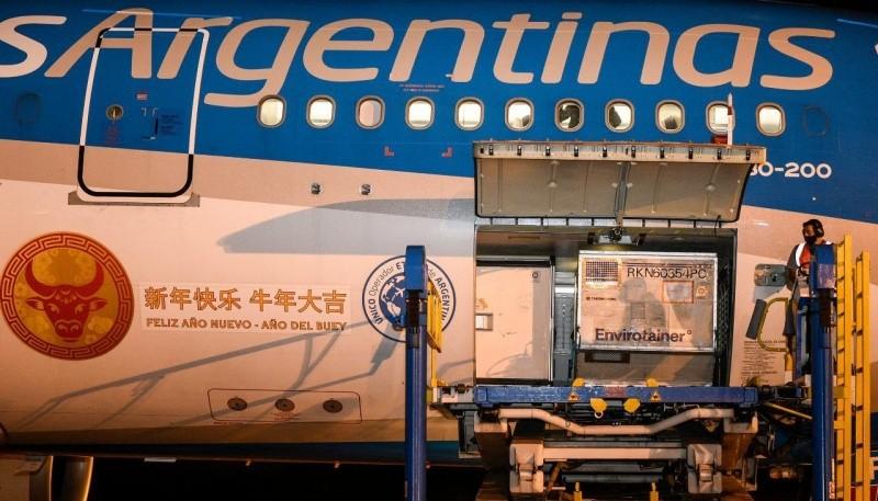 Llegaron 904 mil vacunas Sinopharm a la Argentina.