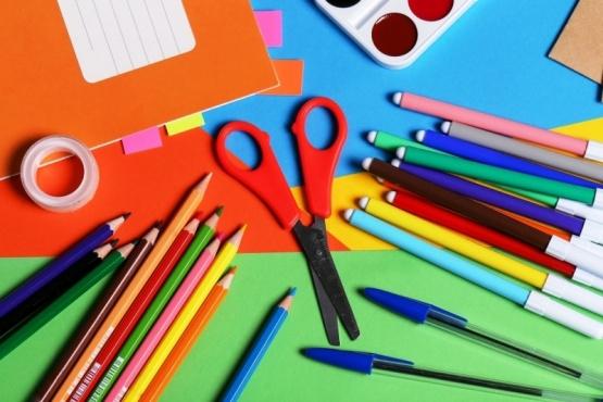 El Gobierno del Chubut acordó una canasta básica de útiles escolares