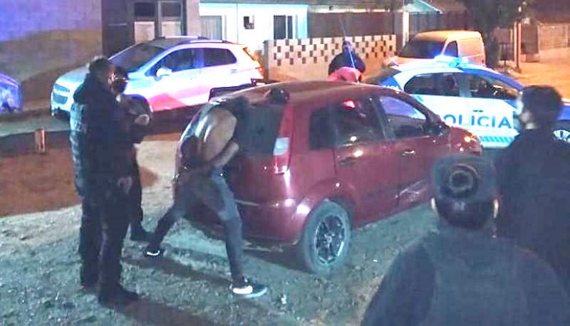 Dos jóvenes detenidos por tenencia de arma (El Caletense)