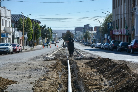 Avanzan extensión de sistema de riego y tendido eléctrico sobre Avenida San Martin