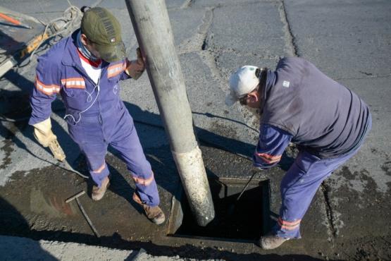 Municipio de Río Gallegos trabaja en la limpieza de decantadores