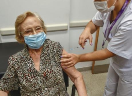 La vacunada número 1 millón en la Argentina es una mujer de 90 años