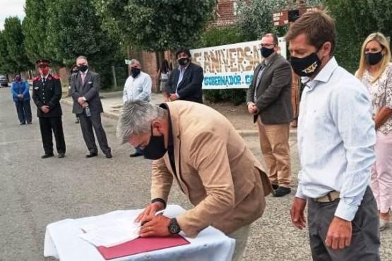 Firma de convenio en Gobernador Costa.