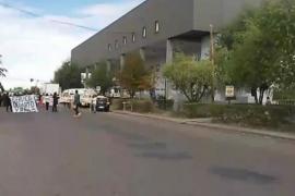 Reclamo de enfermeros autoconvocados frente al Hospital Regional de Río Gallegos