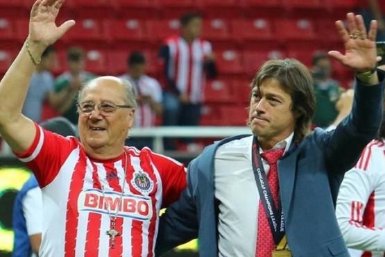 Oscar y Matías Almeyda juntos en el festejo de las Chivas.