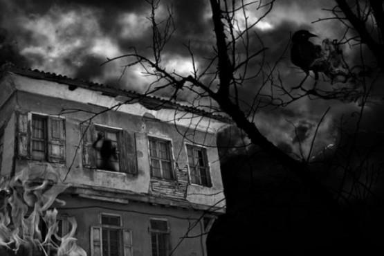 """Captó un """"fantasma"""" en la ventana de un antiguo molino"""