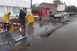 El Municipio de Caleta Olivia junto a Protección Civil intervienen en sectores afectados por las constantes lluvias