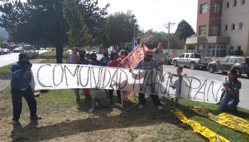 Manifestación de la comunidad Nahuelpán en Esquel