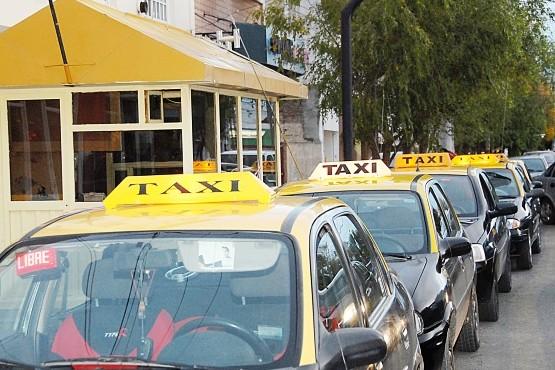 Taxistas y remises de Río Gallegos solicitan formar parte de la campaña de vacunación 2021