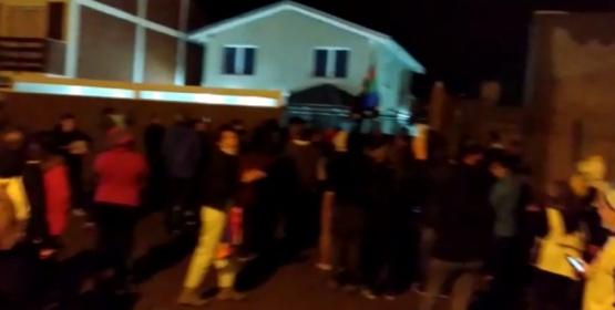 Manifestación frente a la casa del Diputado Rody Ingram