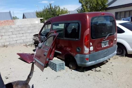 Estado en que encontró su camioneta Lugo, luego de ser amenazado por el mecánico.