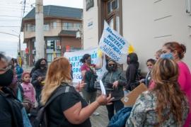 Mujeres desempleadas reclamaron en el Municipio