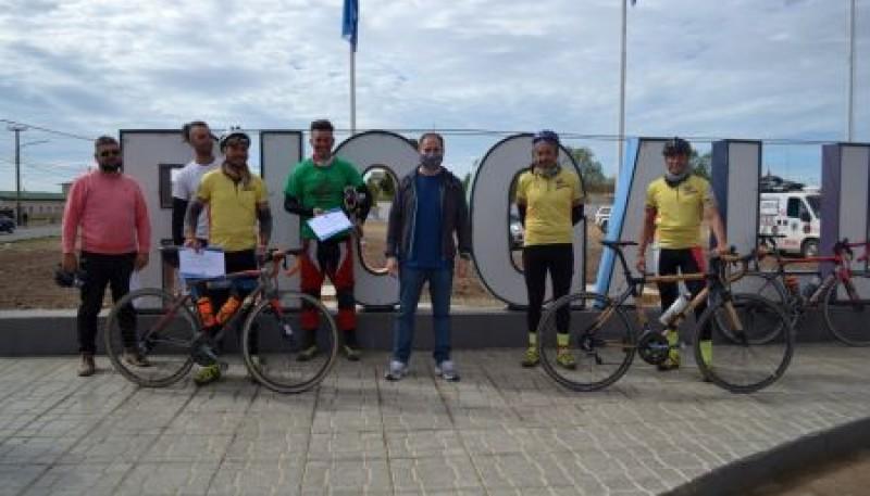 El Secretario de Deportes recibió a ciclistas que buscan unir la Argentina por la Ruta Provincial 40