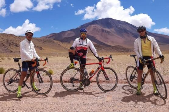 Pancho Luna (Córdoba), Gabriel Mardones (Trelew) y Leandro Usqueda (Ituzaingó) son los tres jinetes de la aventura sobre ruedas.