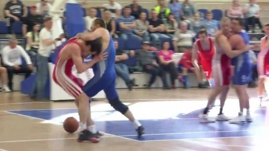 Qué es el rugball: el extraño deporte ruso que mezcla básquet y lucha libre