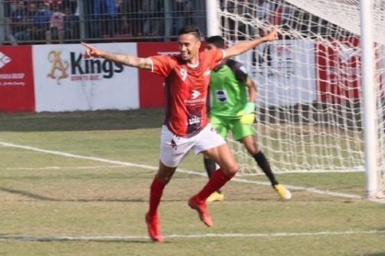 Becerra tiene nueva vida futbolística.
