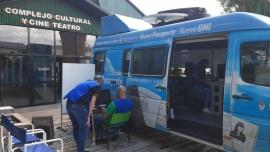 La Unidad Móvil del Registro Civil visitó Comodoro Rivadavia y Sarmiento