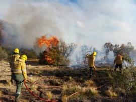 Sigue el intenso trabajo para controlar incendios en la Cordillera
