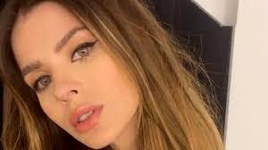 Divertida reacción de China Suárez ante una usuaria que ¿se burló? de su vestido