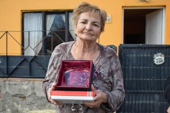 Semana de la Mujer: Entrega de reconocimientos a vecinas de Río Gallegos
