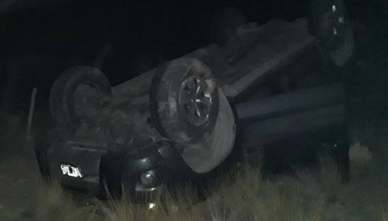 Remolcaba un auto y volcó cerca de Camarones: cuatro heridos