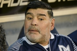 Asegura ver a Maradona en una pierna quemada por el sol