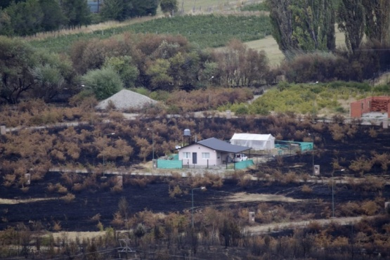 Un peón rural murió calcinado junto a sus perros por los incendios