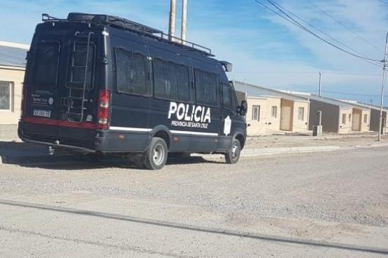 Unidades policiales de Infanteríavigilan el barrio 32 Viviendas.
