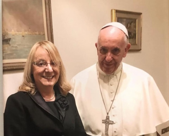 Alicia junto al Papa.