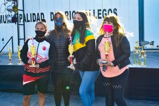 Entregaron los premios a las ganadoras de los torneos por el Día Internacional de la Mujer en Río Gallegos