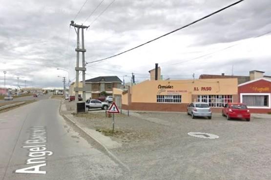 Chocó contra un alumbrado público en Río Gallegos