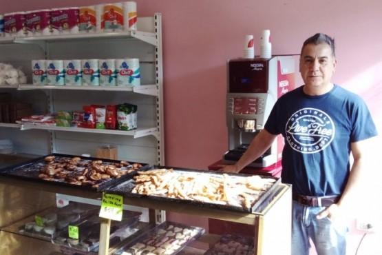 Juan, en su panadería (Foto: J. Cattaneo)