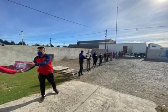 Río Gallegos Solidario: un camión repleto de donaciones para la Comarca Andina